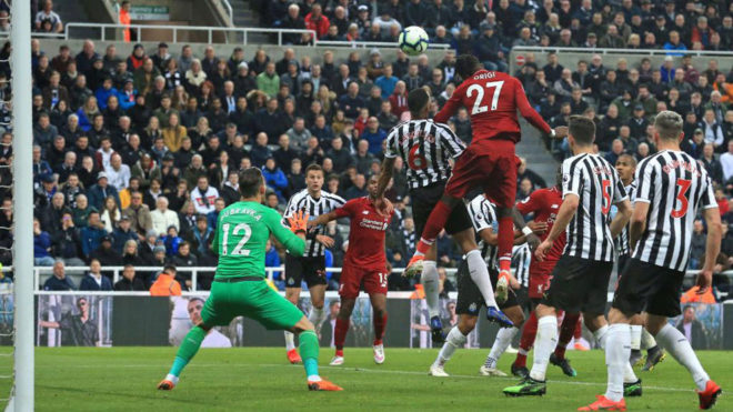 Origi marca el gol del triunfo.