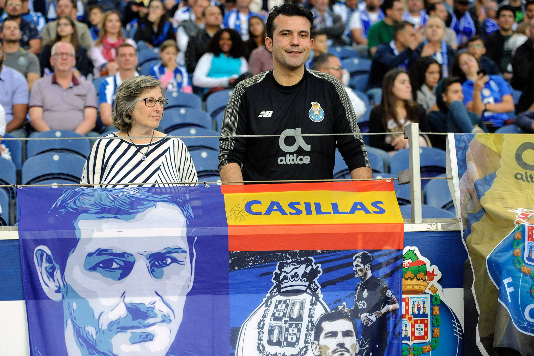 FV. <HIT>Porto</HIT> (Portugal), 04/05/2019.- FC <HIT>Porto</HIT>s supporters with poster in honor of the Spanish goalkeeper Iker Casillas prior the Portuguese First League soccer match between FC <HIT>Porto</HIT> and Desportivo das Aves held at Dragao stadium in <HIT>Porto</HIT>, Portugal, 04 May 2019. EFE/EPA/FERNANDO VELUDO