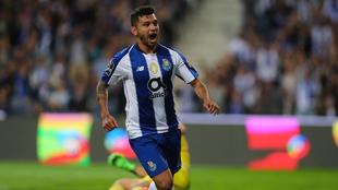 Jesús Corona anotó el primer gol del partido.