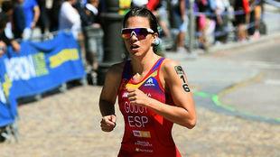 La triatleta Anna Godoy, llegando a la meta del Palacio Real de...