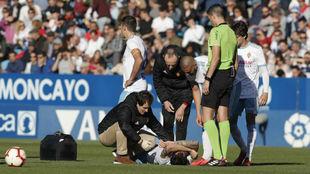 Eguaras se duele de dolor en el suelo en el partido del sábado.
