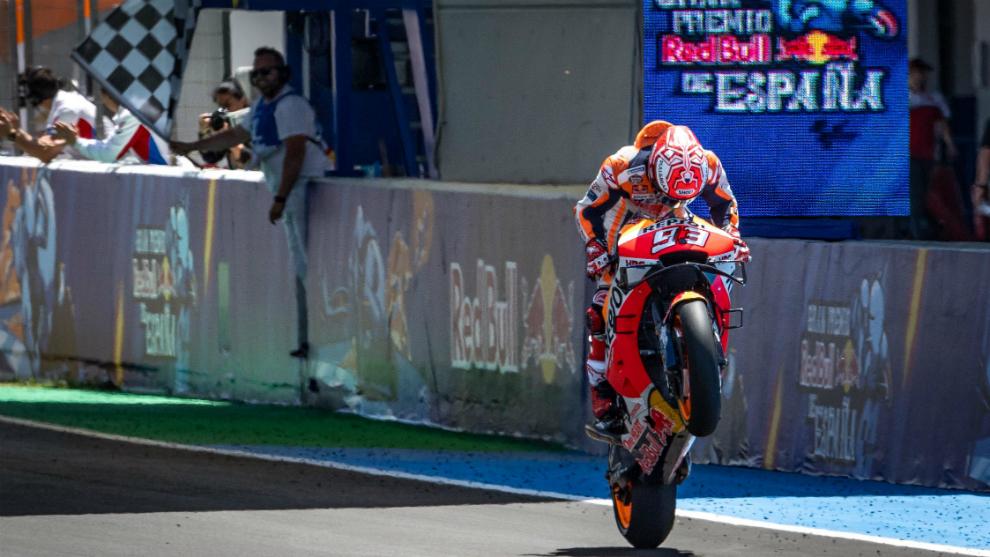 Márquez, tras cruzar la línea de meta.