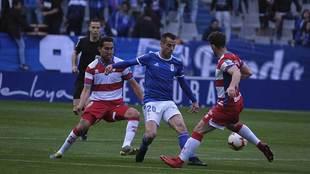 Sergio Tejera entre Montoro y Rodri en una acción del partido