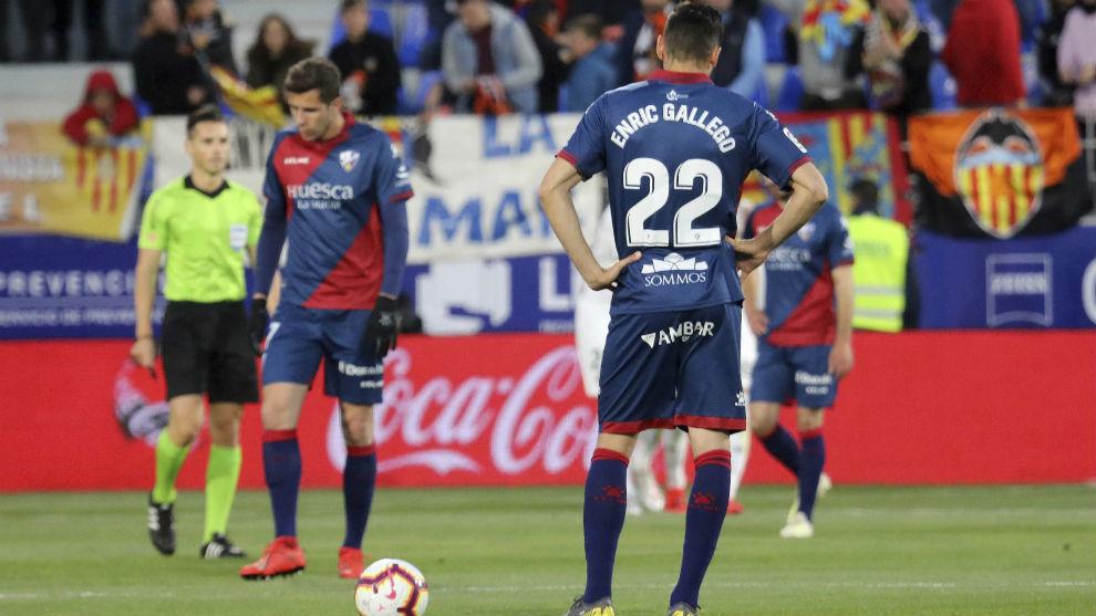 Enric Gallego, tras uno de los goles encajados por el Huesca.