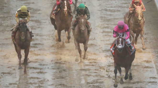 Llegada de los purasangre en Churchill Downs, con Maximum Security a...