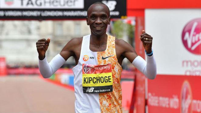 Kipchoge, tras ganar el maratón de Londres 2019.