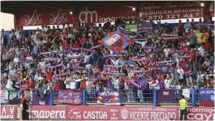 La afición del Extremadura llena las gradas del estadio Francisco de...