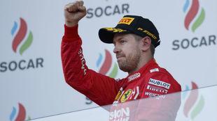 Sebastian Vettel, en el podio de Bakú.