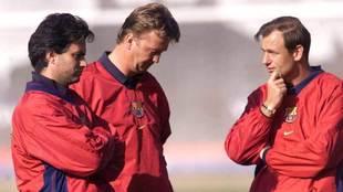 Van Gaal, Mourinho y Hoek, en un entrenamiento del Barcelona.