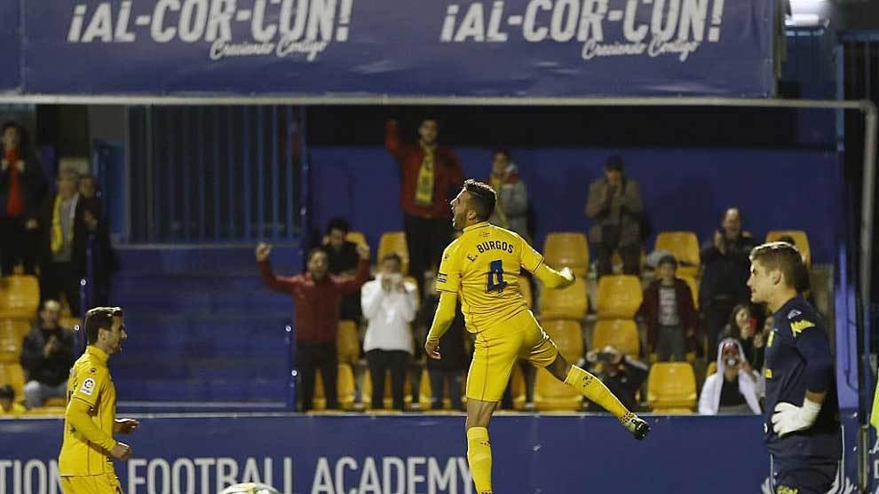 Esteban Burgos celebra el gol de penalti a Las Palmas, último equipo...