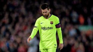 Messi, cabizbajo en Anfield