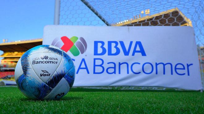 Portigol y balón del Clausura 2019 previo a un partido en Morelia.
