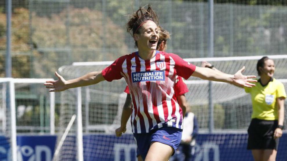 Esther González celebra un gol ante la Real Sociedad en Zubieta.