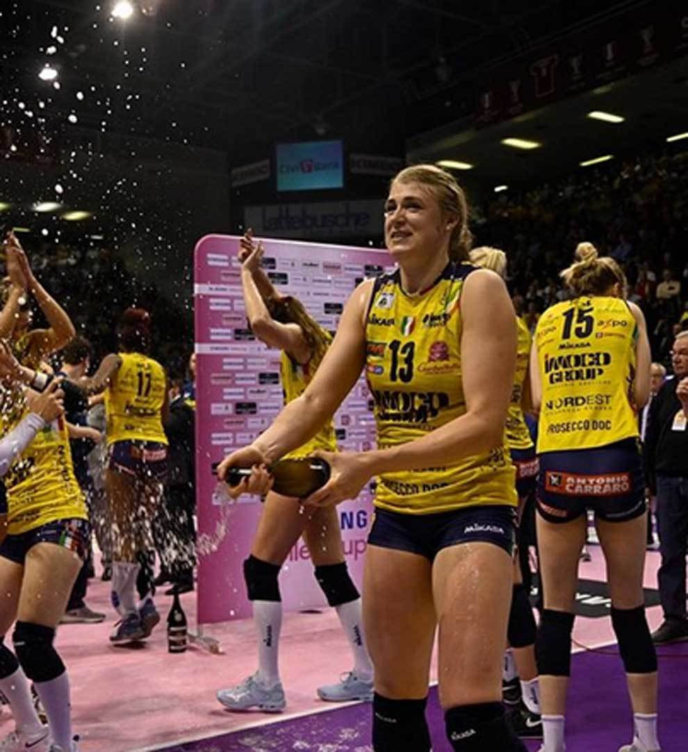Players of Italian volleyball team celebrate their winning