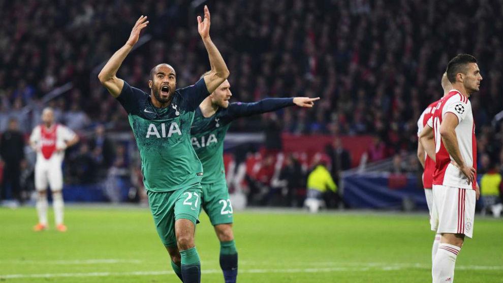 Lucas Moura celebra uno de sus goles ante el Ajax.
