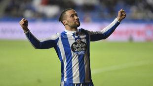 Quique celebra un gol con el Deportivo esta temporada.