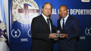 Mauro Silva, junto a Tino Fernández en el palco de Riazor hace dos...