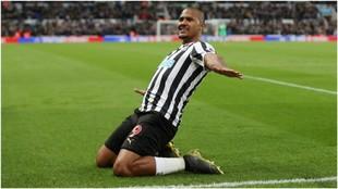 Rondón, celebrando un gol con el Newcastle.