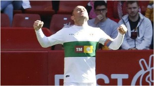 Nino celebra el gol que le marcó al Sporting en El Molinón Quini