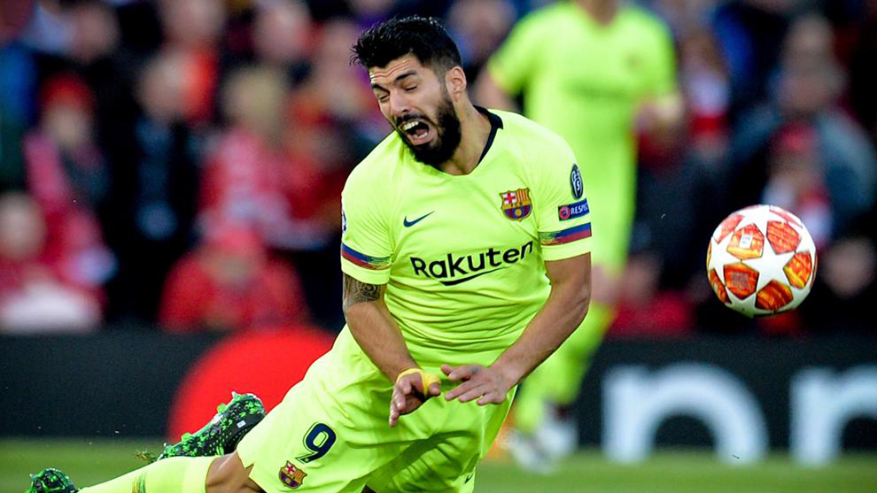 Luis Suarez has knee surgery after Anfield disaster