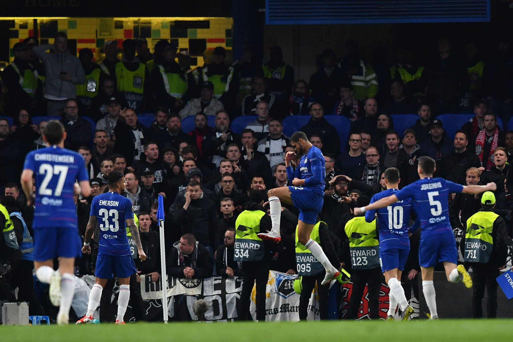 Chelseas English midfielder Ruben <HIT>Loftus-Cheek</HIT> (C) celebrates after he scores the teams first goal during the UEFA Europa League semi-final second leg football match between Chelsea and Eintracht Frankfurt at Stamford Bridge in London on May 9, 2019. (Photo by Ben STANSALL / AFP)