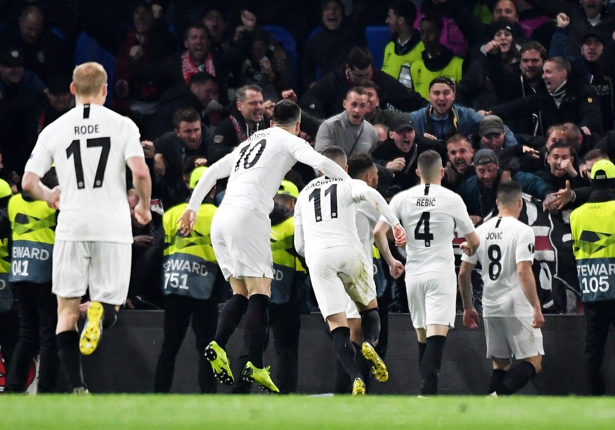 WOL001. LONDON (UNITED KINGDOM), 09/05/2019.- Luka <HIT>Jovic</HIT> (d) de Eintracht Frankfurt celebra el gol del empate 1-1 este jueves en un partido de la Liga Europa entre Chelsea FC y Eintracht Frankfurt en Londres (R.Unido). EFE/ANDY RAIN