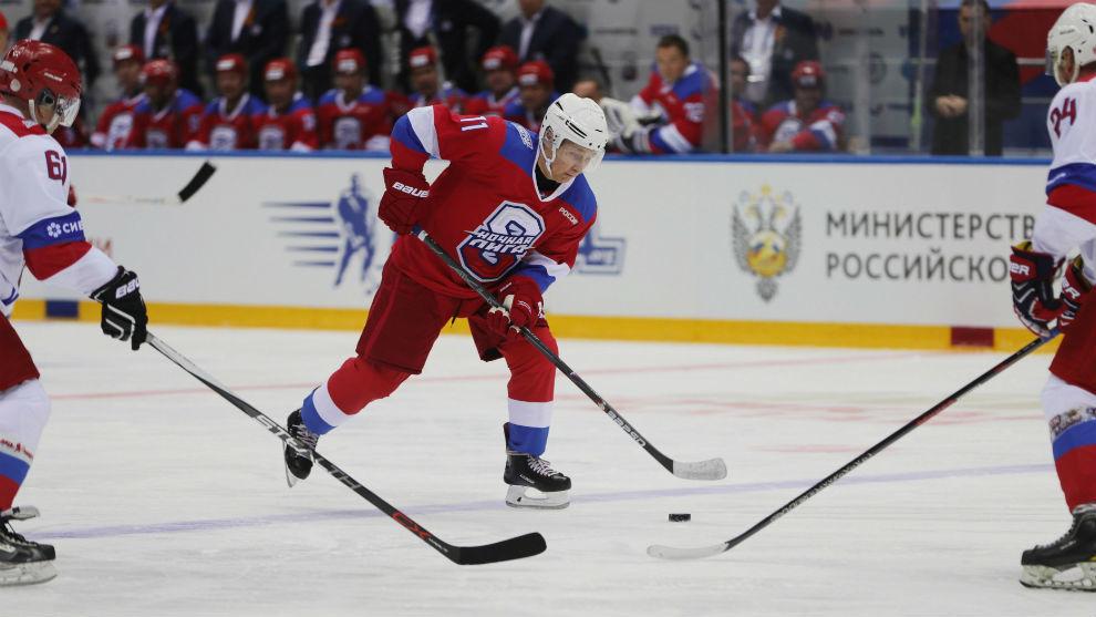 El blooper de Putin en hockey sobre hielo