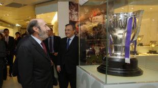 Alfredo Pérez Rubalcaba, en el museo del Real Madrid