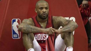 P.J. Tucker, desolado tras la derrota de los Rockets