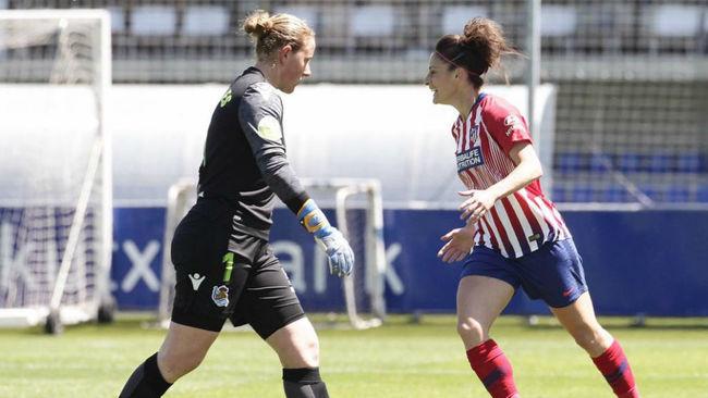 Mariasun Quiñones y Esther González en un partido en Zubieta hace...