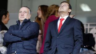 Fernando Roig y Anil Murthy en el palco de Mestalla.