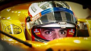 Carlos Sainz, en el 'cockpit' del McLaren.