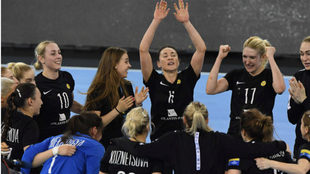 Las jugadoras del Rostov-Don celebran su calificación para la final...