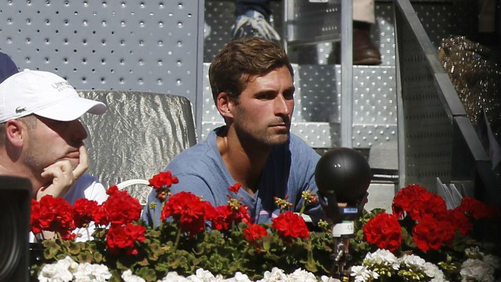 Marko Djokovic mira un partido de Nole en la Caja Mágica