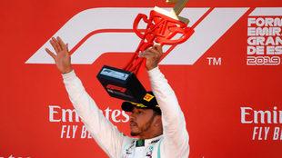 Hamilton celebra su victoria en Barcelona