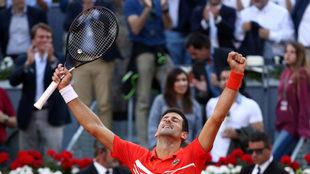 Djokovic celebra su triunfo en Madrid /