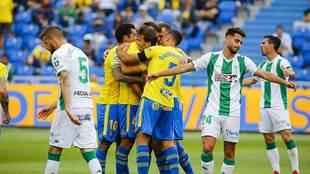 Los amarillos celebran el gol de Blum ante la desolación de los...