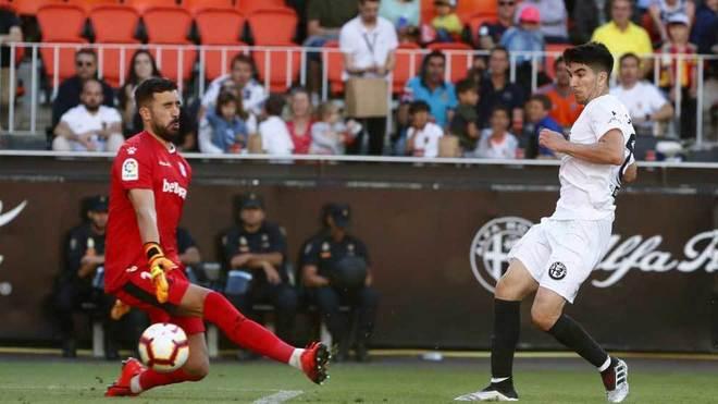 Pacheco no puede evitar el tanto de Soler.