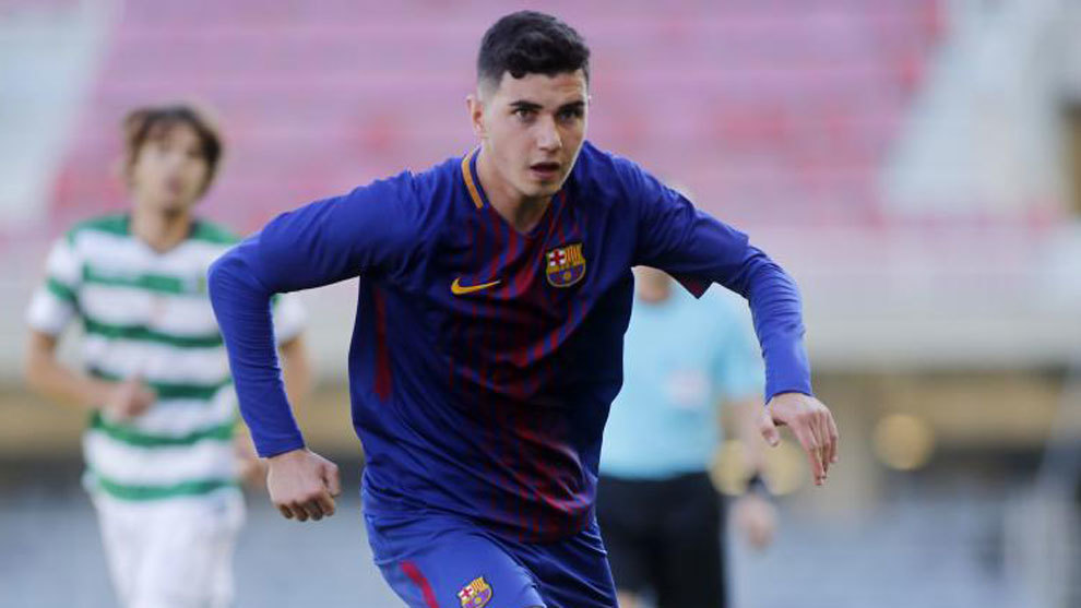 Rafa Mujica playing for Barcelona's Juvenil side.