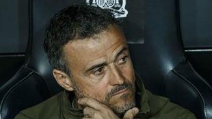 Luis Enrique, en el banquillo en un partido de España.