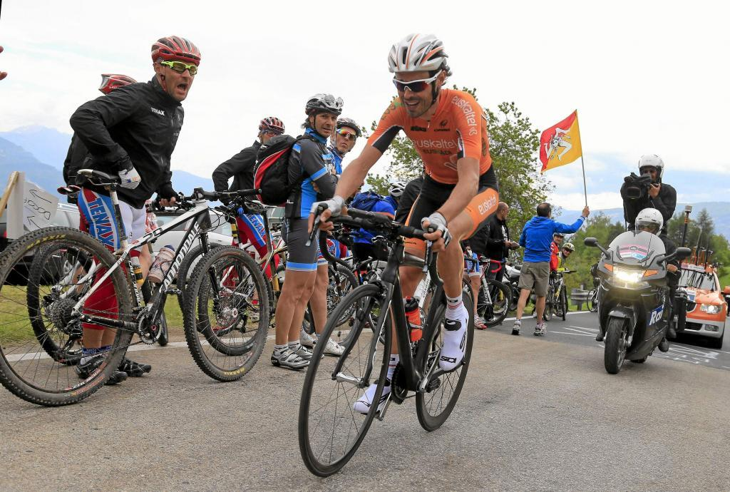 Spanish <HIT>Samuel</HIT><HIT>Sanchez</HIT> rides during the 20,6 km 18th climbing time trial stage of the 96th Giro dItalia from Mori to Polsa of on May 23, 2013 in Polsa. Italian Vincenzo Nibali took a giant step towards his maiden Giro dItalia triumph by smashing his rivals on his way to winning a rain-soaked 18th stage uphill time trial from Mori to Polsa. AFP PHOTO / LUK BENIES