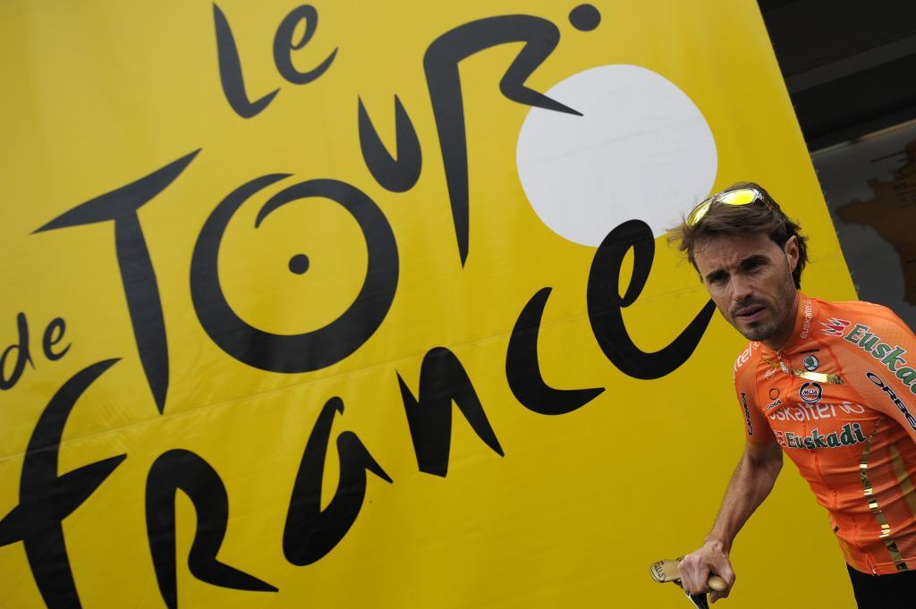 Spains <HIT>Samuel</HIT><HIT>Sanchez</HIT> arrives for the signature ceremony prior to the beginning of the 207,5 km and second stage of the 2012 Tour de France cycling race starting in Vise and finishing in Tournai, on July 2, 2012. The 99th Tour de France, to be held from June 30 till July 22, will be made up of one prologue and 20 stages and will cover a total distance of 3.497 kilometres. AFP PHOTO / LIONEL BONAVENTURE
