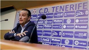 José Luis Oltra, en la sala de prensa del Helidoro para despedirse de...