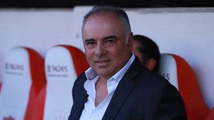 Guillermo Vázquez en la banca del Necaxa.