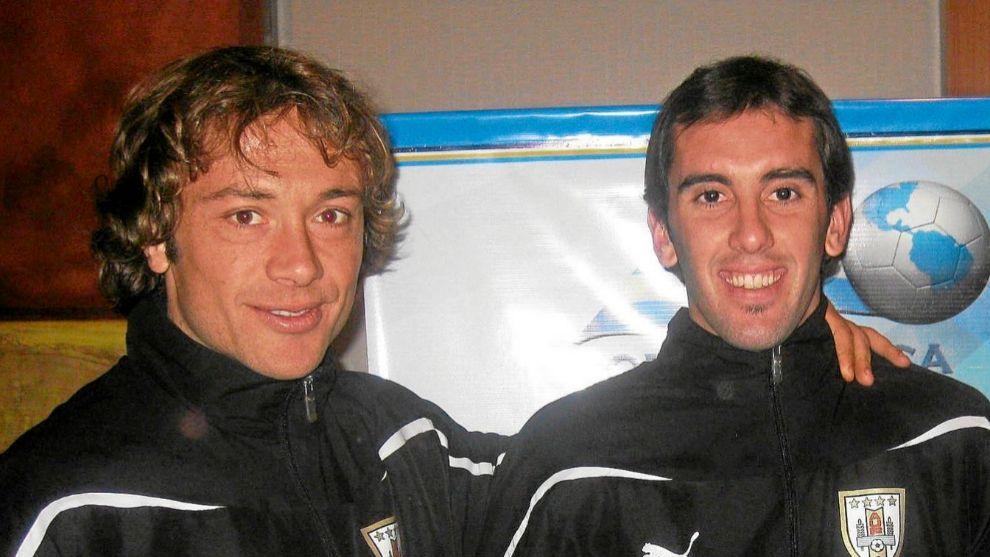 Diego Lugano junto a Diego Godín con la selección uruguaya