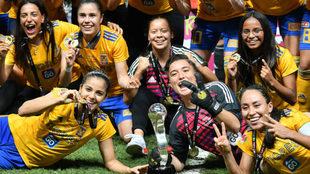 El fútbol mexicano se une a la fiesta de Tigres Femenil.