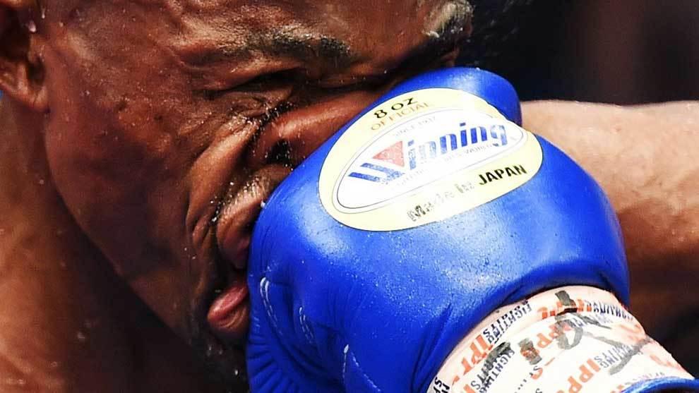 El boxeador surafricano Moruti Mthalane ganó a los puntos por...