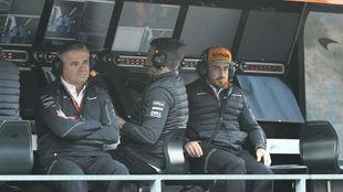 Gil de Ferrán, con Alonso, en la F1 en 2018.