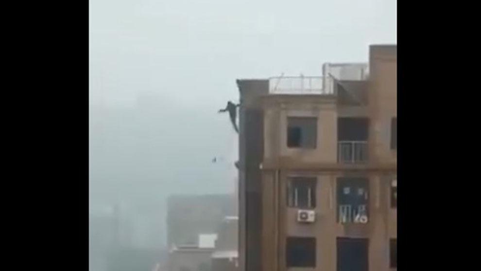 Un hombre ha fallecido en Bombay (India) al intentar hacerse un selfie...