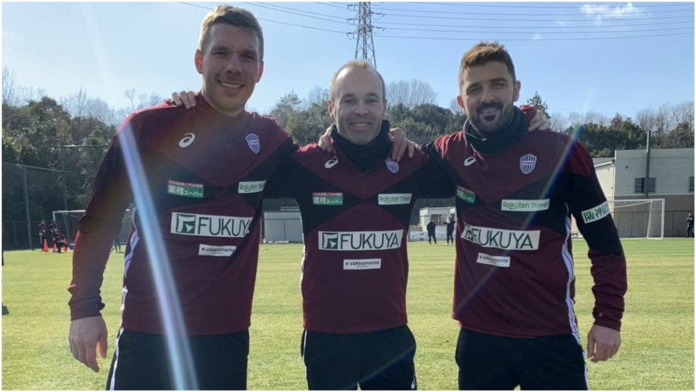Podolski, Iniesta y Villa posan juntos en el Vissel Kobe.